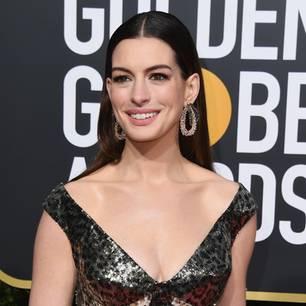 Promis mit Kurzhaarfrisuren: Anne Hathaway bei den Golden Globes