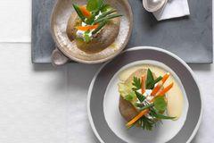 Gefüllte Kartoffel mit Ziegenbutter-Hollandaise