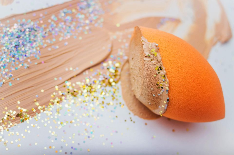 Foundation-Hacks: Beautyschwamm mit Make-up