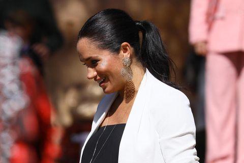 Will Herzogin Meghan ihr Kind etwa vegan ernähren: Die schwangere Herzogin im schwarzen Kleid