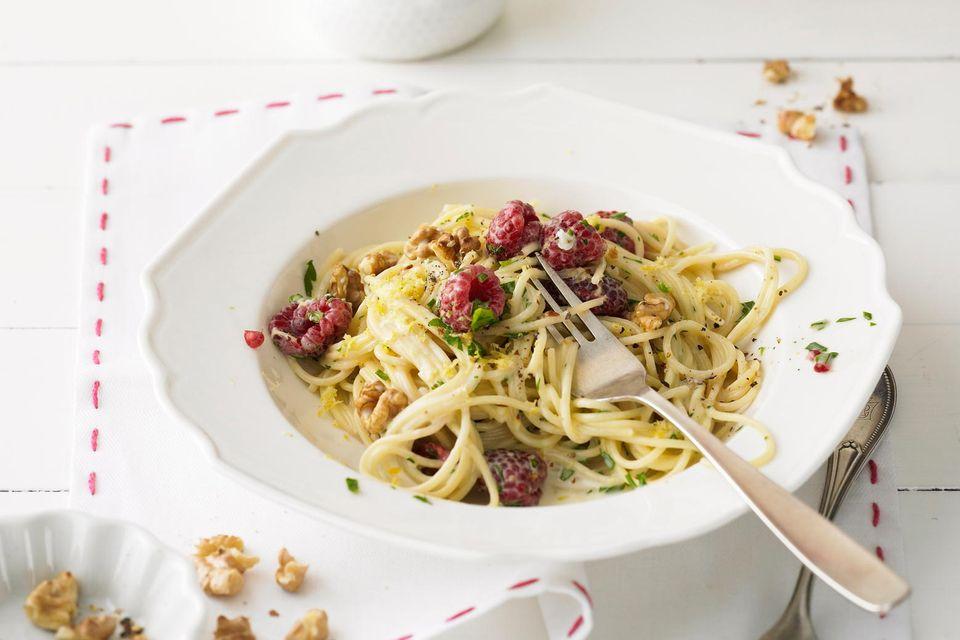 Spaghettini mit Gorgonzolasoße und Himbeeren