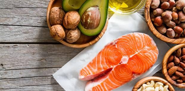 Ungesättigte Fettsäuren: Nüsse, Avocados und Lachs