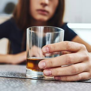 """Alkoholismus: """"Ich muss mich nicht dafür schämen, aber ich muss ehrlich damit umgehen"""""""