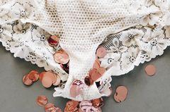 """Nina Kämpf: """"Mist, ich blute"""" - Vom Warten auf das zweite Kind: Weiße Unterhose mit rotem Konfetti"""