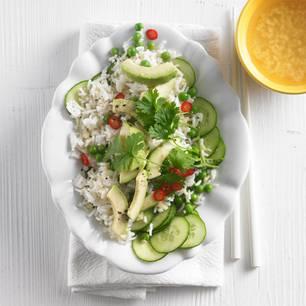Reissalat mit Avocado und Gurke