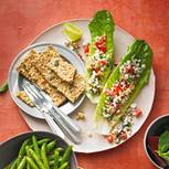 Salatblätter mit körnigem Cheese-Spread