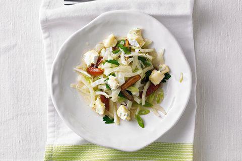Fenchel-Dattel-Salat mit Edelpilzkäse