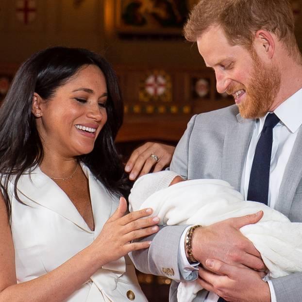 Stolze Eltern: Meghan und Harry zeigen überglücklich ihr Baby.