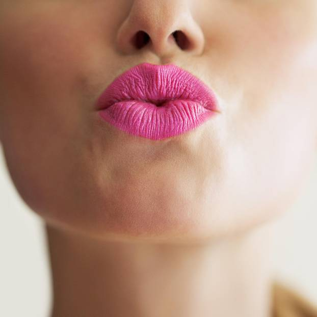 Nasolabialfalte: Frau mit pinkem Kussmund