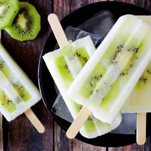 Kiwi-Eis am Stiel