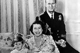 Queen Elizabeth II. & Prinz Philip mit Prinz Charles und Prinzessin Anne