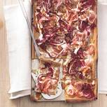 Vollkornpizza mit Pancetta und Radicchio