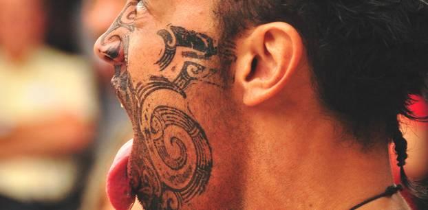 Maori-Tattoo: Ein Maori mit Gesichtstattoo