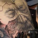 3D Tattoo: Mann mit großem Tattoo am Rücken