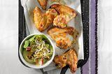 Chicken-Wings mit Gurkensalat