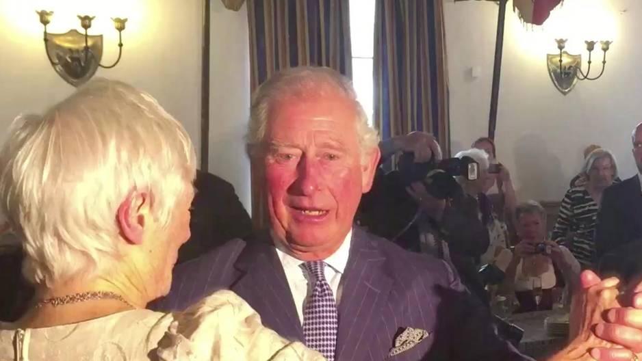 Prinz Charles: So tanzt er zu bayerischer Blasmusik