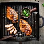 Hähnchen grillen: Hähnchenfleisch auf dem Grill