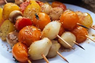 Gemüsespieße mit Sesam