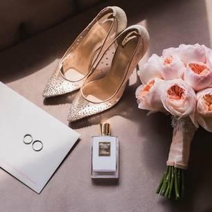 Wedding Essentials: Schuhe, Blumen und Parfum