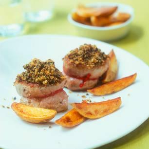 Schweinemedaillons mit Oliven-Brot-Kruste