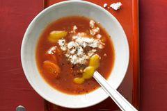Pfeffrige Tomaten-Mango-Suppe