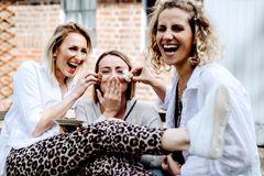 """Podcast """"Mutterkuchen"""": 3 junge Mütter quatschen über das Leben mit Kindern: Maggie, Merle und Nina"""