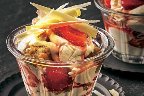 Erdbeer-Baiser-Trifle