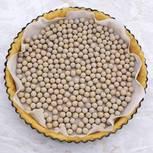 Blindbacken: Kuchenboden mit Erbsen