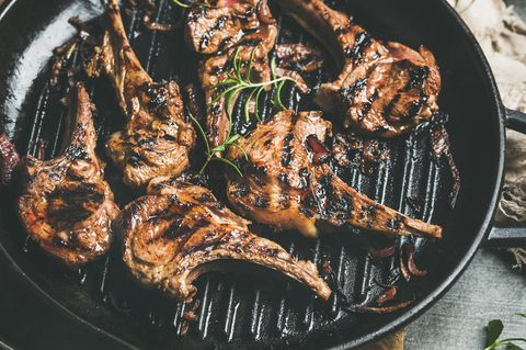 Lamm grillen: Lammfleisch auf dem Grill