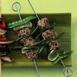 Sesam-Tunfisch-Sticks mit Limetten und Zuckerschoten