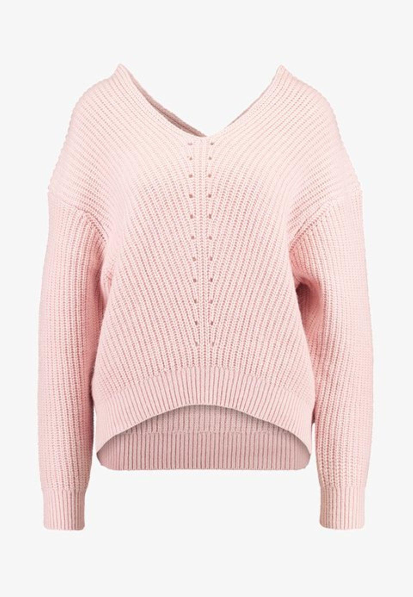 Zur weißen Hose oder zum Jeansrock: dieser rosafarbene Pullover mit V-Ausschnitt von Selected Femme passt zu jedem Look.  Für rund 56 Euro bei Zalando erhältlich.