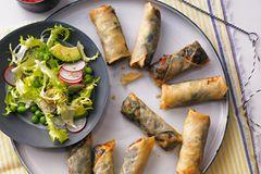 Frittierte Frühlingsrollen mit Spinat und Feta