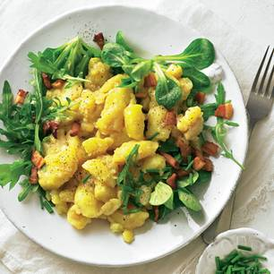 Lauwarmer Kartoffelsalat mit Grün
