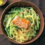 Spaghetti mit grünem Spargel und Lachs