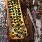 Rosenkohl-Tarte mit Dattel-Zwiebel-Konfit