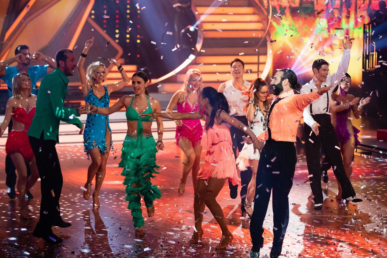"""Oliver Pocher: """"Let's Dance Tänzer und Teilnehmer beim Feiern"""