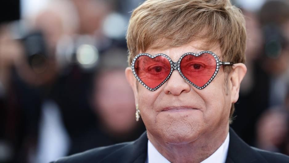 Elton John: Erster Sex mit 23