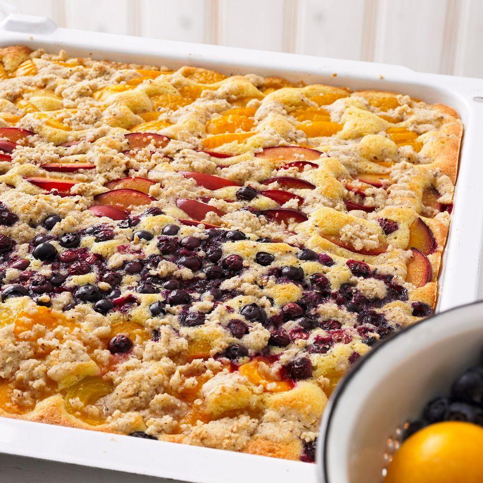 Obstkuchen mit Haselnuss-Streuseln