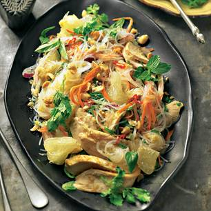 Scharfer Glasnudelsalat mit Huhn und Kräutern