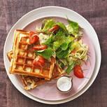 Käsewaffeln mit Tomaten-Fenchel-Salat