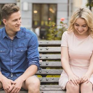 Flirten schüchterne frau