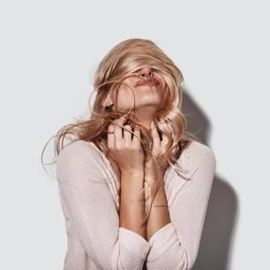 Haarpflege: Frau mit Locken