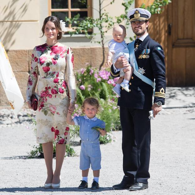 Carl Philip von Schweden mit seiner Frau Sofia und den Söhnen Alexander und Gabriel