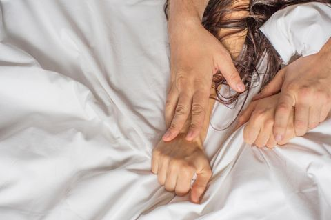 Stöhnen: Ein Pärchen beim Sex