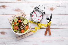 Fehler beim Intervallfasten: Kleine Mahlzeit und eine Uhr
