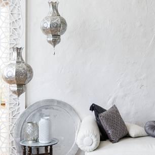 Der orientalische Wohntrend für dein Zuhause - wie im Märchen! Couch, Paravent, verzierte Laternen und Tischchen