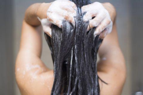 Haarmythen: Haare waschen