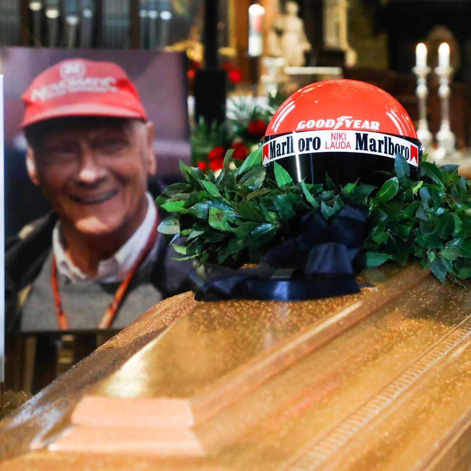 Aufgebahrt: Tausende trauern am Sarg von Niki Lauda (†)