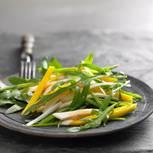 Zuckererbsen-Mango-Salat