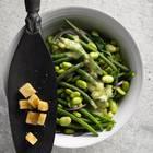 Gemischter Bohnensalat mit Knoblauch-Croûtons